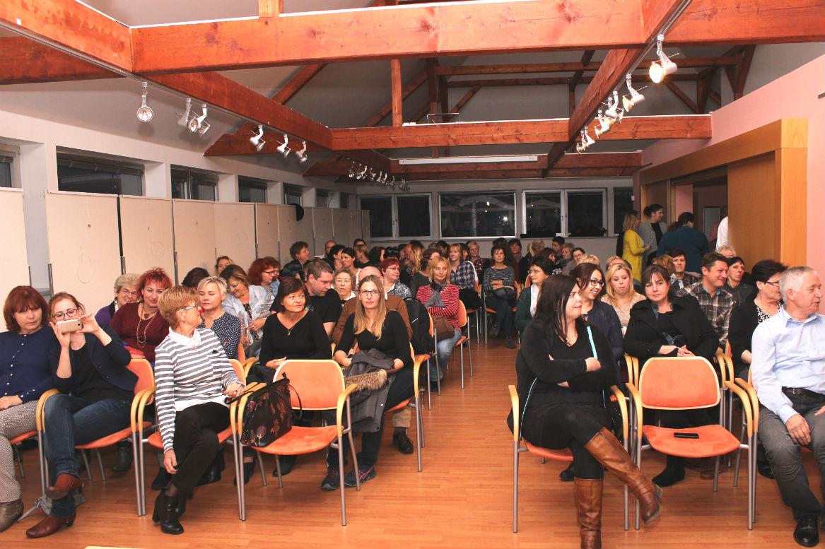 Návštěvníci zaplnili celou Galerii u Vavřince. Foto: Martin Polák