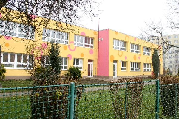 Mateřská škola ve Školní ulici s novou zateplenou fasádou. Foto: Martin Polák