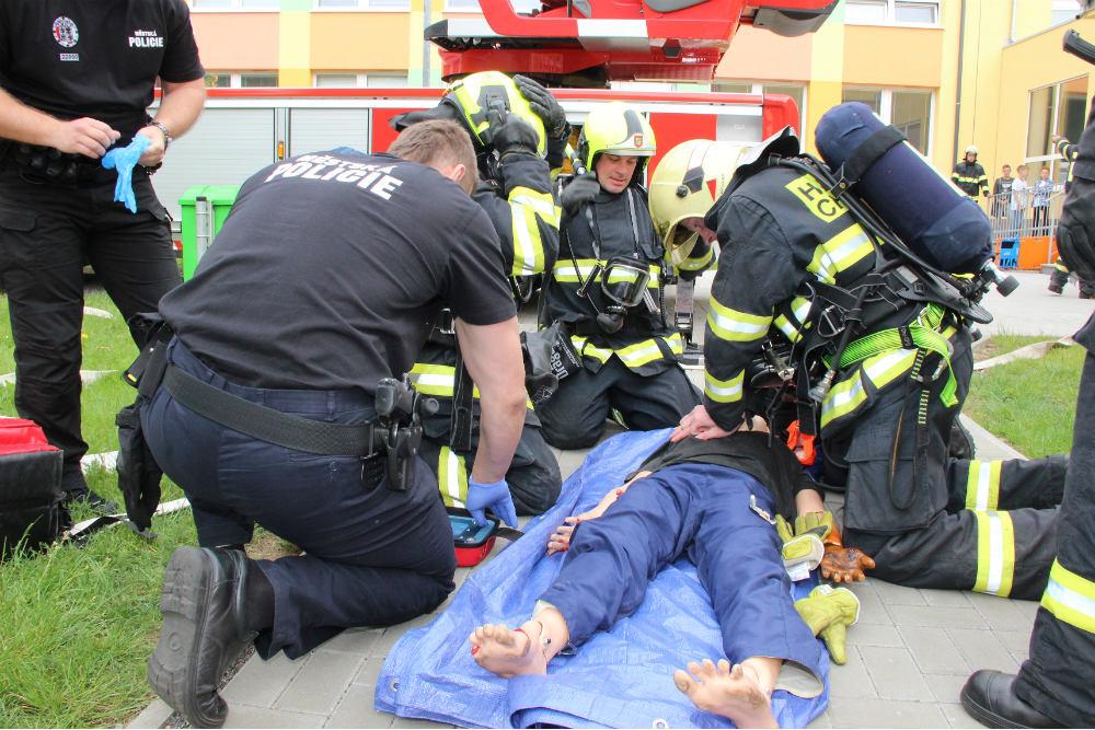 Oživování zraněné osoby (figuríny). Foto: Martin Polák