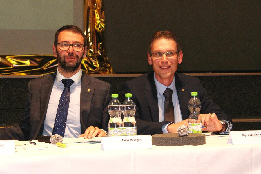 Patrik Pizinger a Luděk Soukup (zleva) na ustavujícím zastupitelstvu. Foto: M. Polák