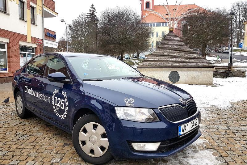 Starostův služební automobil zdobí nové logo. Foto: Jiří Spěváček.