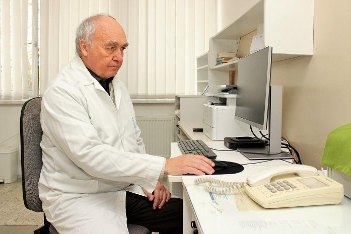 Lékař Radko Vichnar v obnovené chodovské ordinaci. Foto: Martin Polák