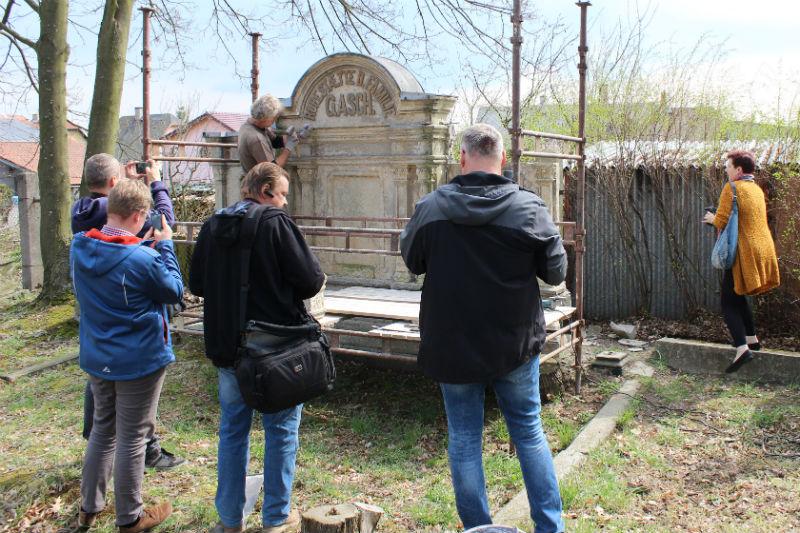 Při zahájení oprav nechyběli ani zástupci médií. Foto: Martin Polák