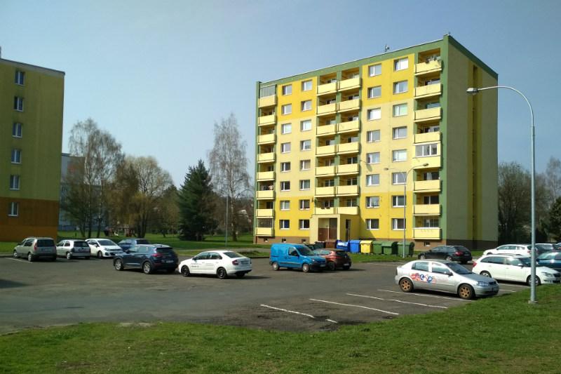 Parkoviště v ulici ČSO (na snímku) čeká rozšíření. Foto: Martin Polák