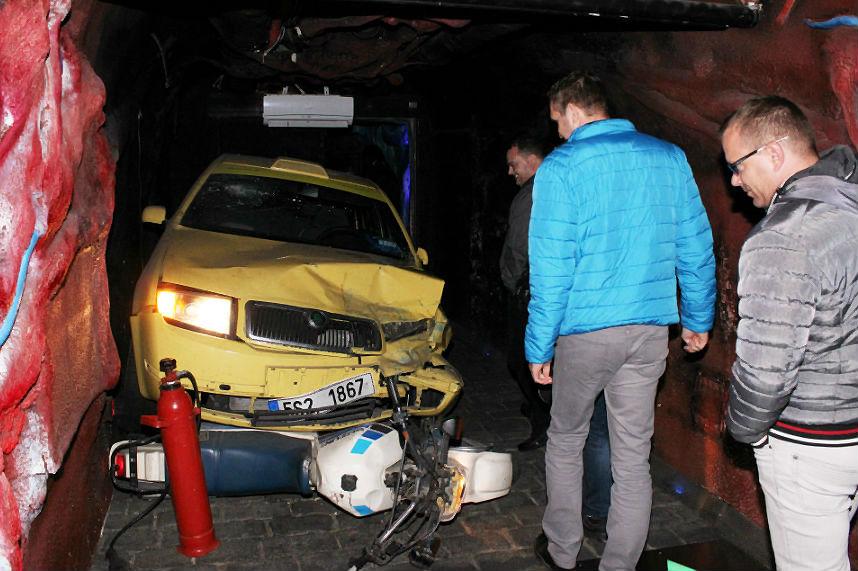 Součástí prohlídky je i ukázka následků havárie. Foto: Martin Polák