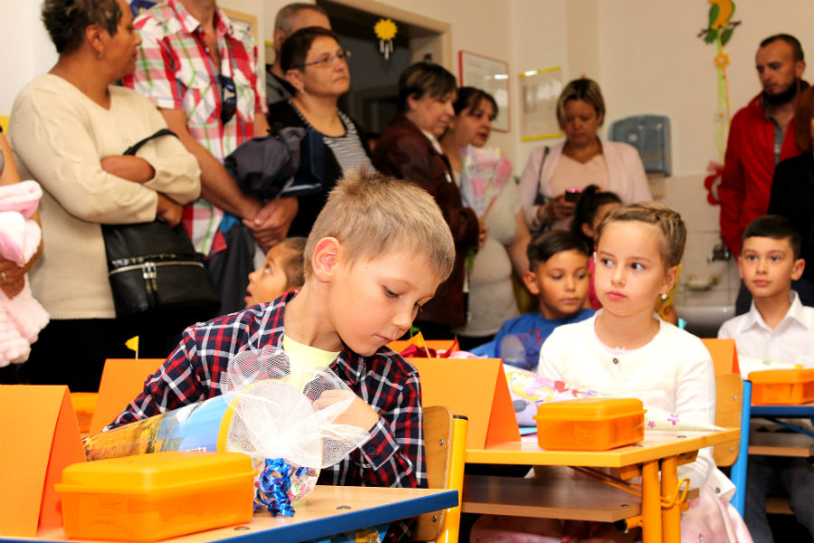 Chodovští prvňáčci při zahájení nového školního roku. Foto: Martin Polák