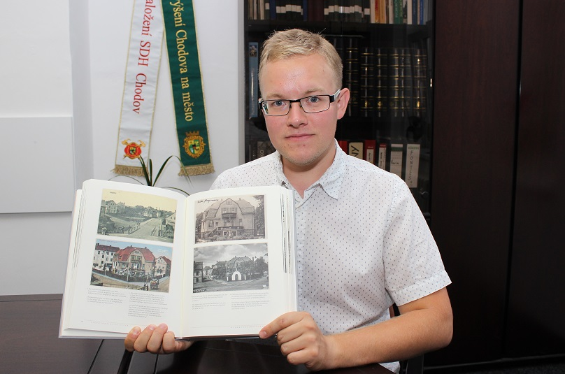Miloš Bělohlávek představuje novou knihu o historii města. Foto: Martin Polák