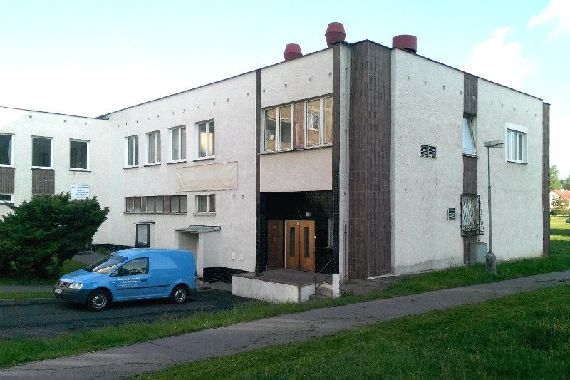 Hospodářská budova domu s pečovatelskou službou. Foto: Martin Polák
