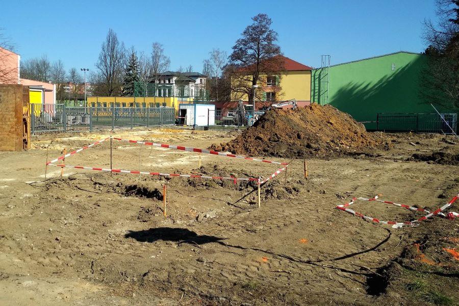 Ve Smetanově ulici začaly práce na stavbě nového parkoviště. Foto: Martin Polák