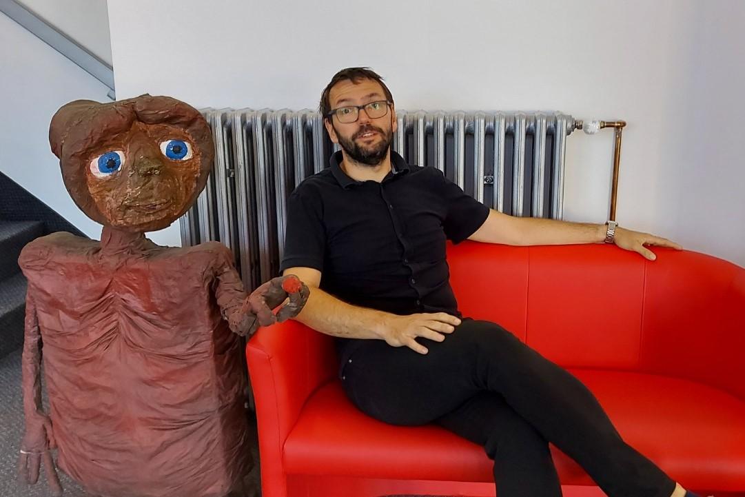 Nenechte si ujít možnost vyfotit se s E. T. První byl starosta Patrik Pizinger. Foto: Jan Kurčík