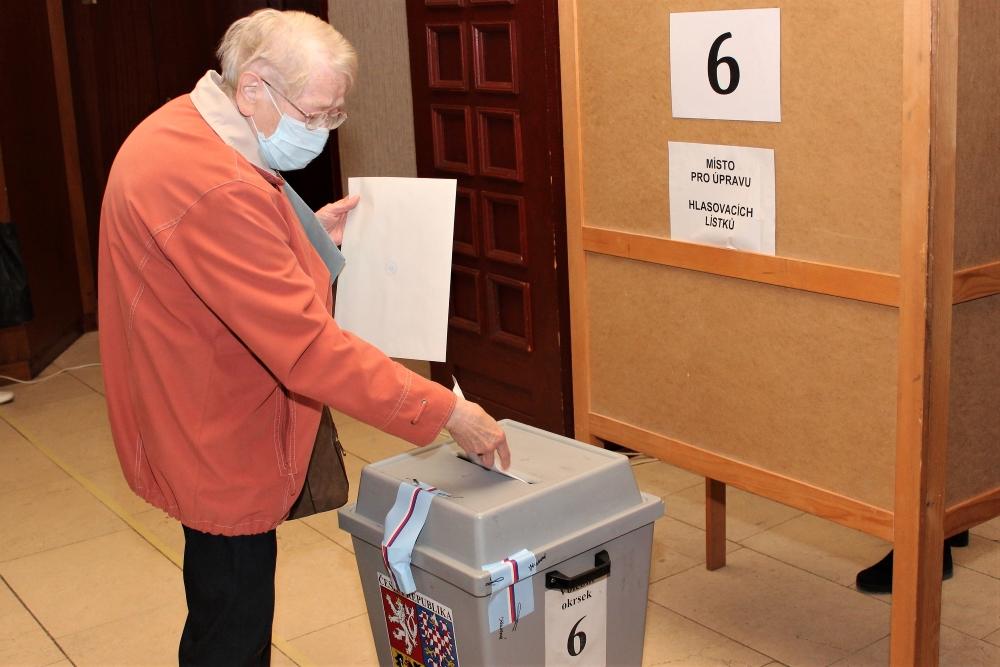 Krajské volby a referendum v Chodově: Foto: Martin Polák