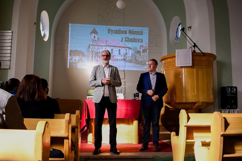 Přednáška Miloše Bělohlávka (vpravo) o vysídlení německých obyvatel. Foto: Radek Bureš