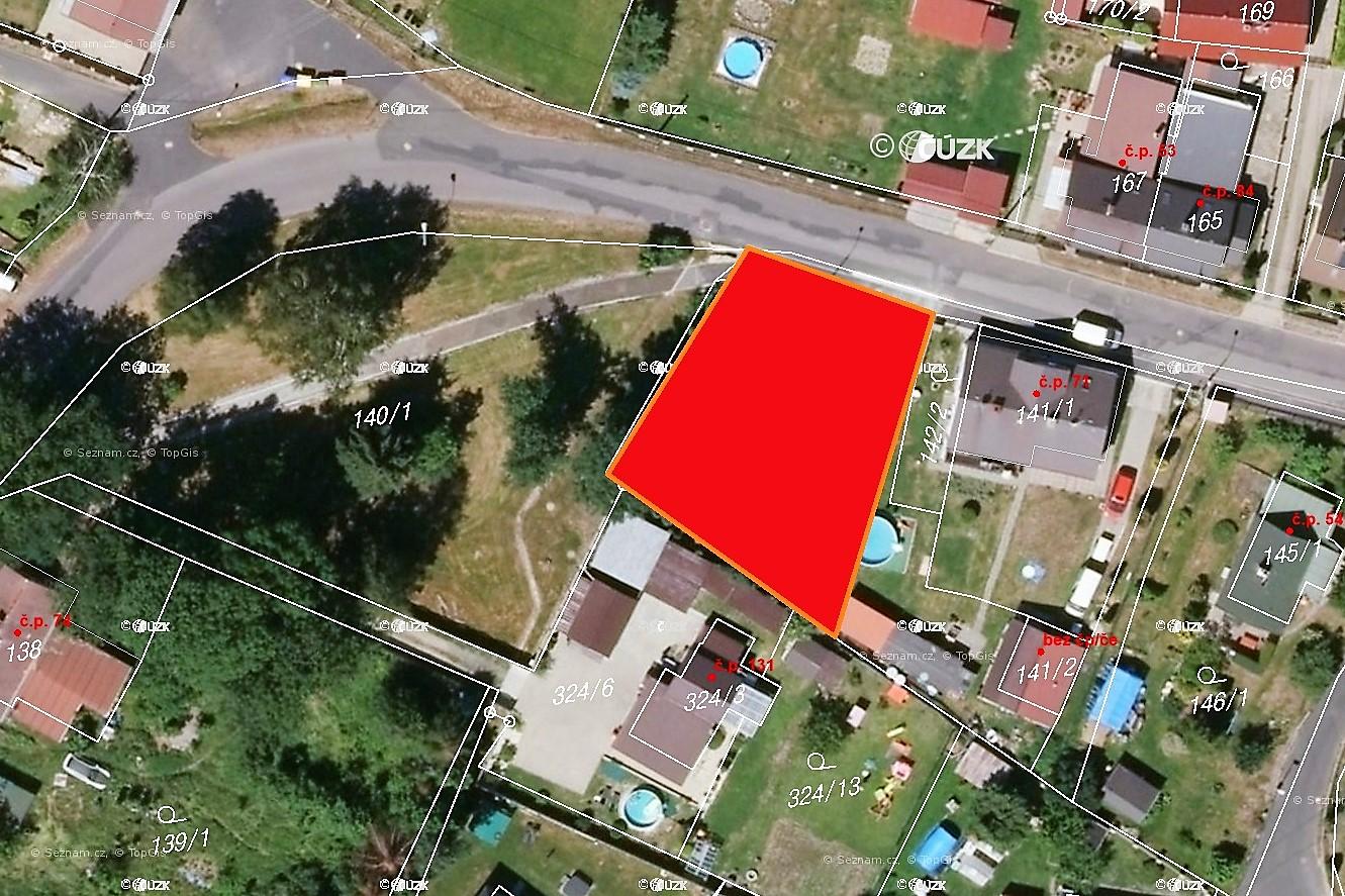 Červené pole znázorňuje přibližnou rozlohu pozemku.