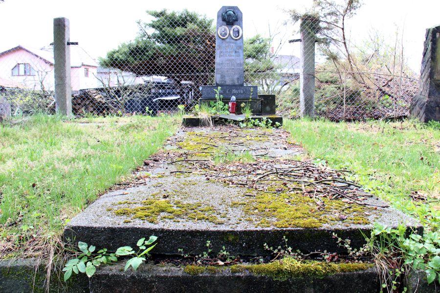 Hrob děkana chodovské farnosti Mons. Wenzla Möckela. Foto: Martin Polák