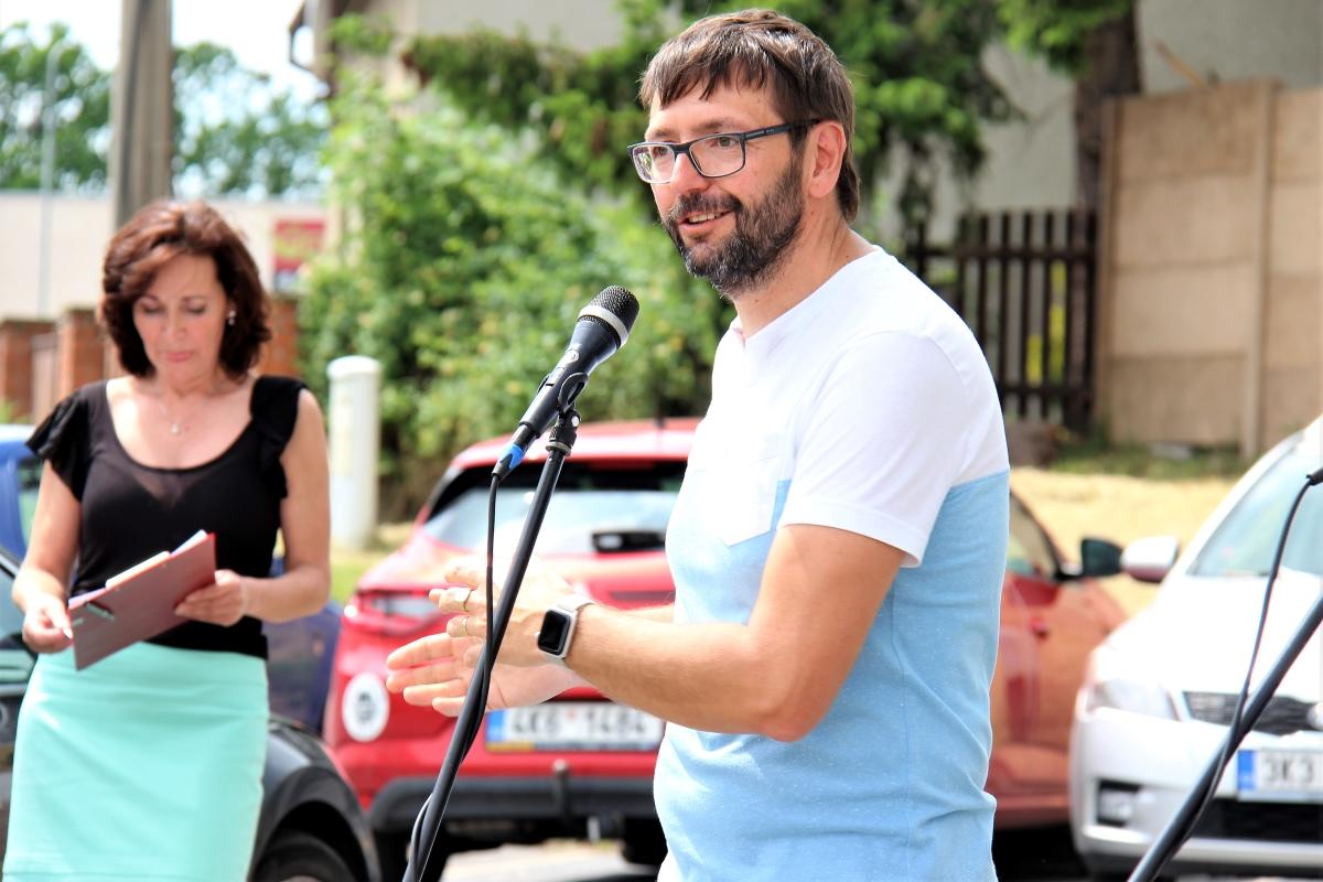 Krátkou řeč pronesl také krajský radní a starosta Chodova Patrik Pizinger. Foto: M. Polák