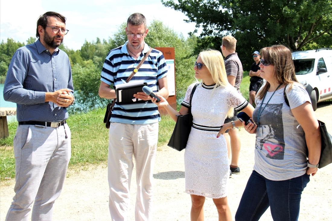 O novinku se zajímala i média, informace jim podával také starosta Patrik Pizinger. Foto: M. Polák