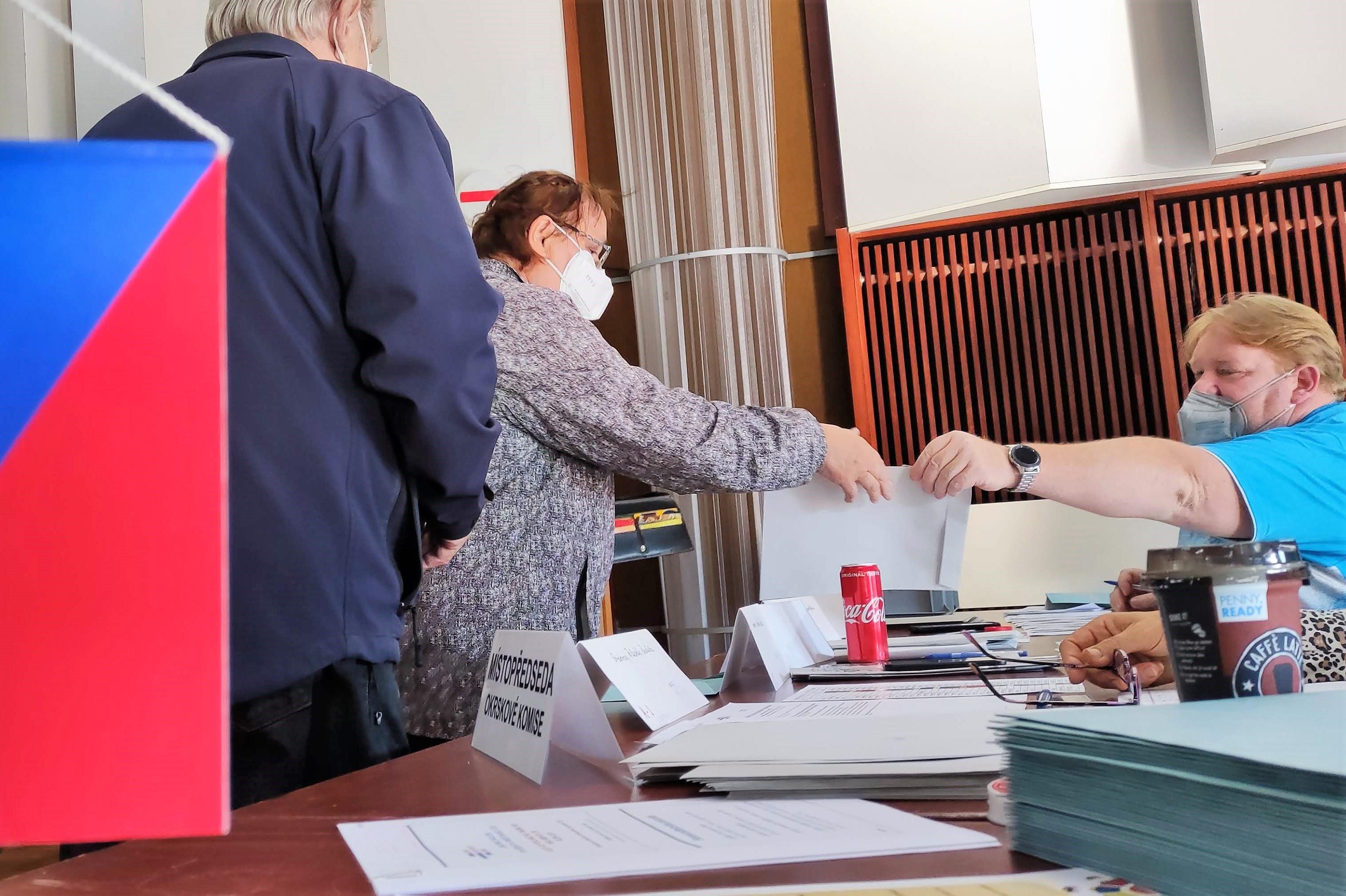 Volby do Poslanecké sněmovny v Chodově. Foto: Martin Polák